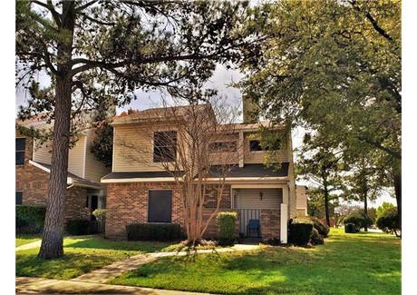 Dom na sprzedaż - 718 Woodbend Drive Lewisville, Usa, 123,19 m², 175 000 USD (666 750 PLN), NET-58735502